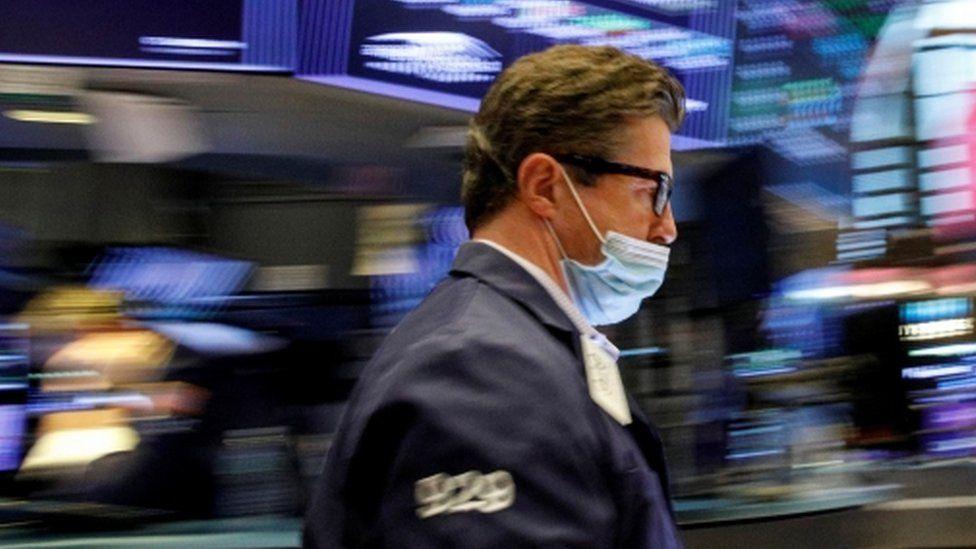 'Cú búng tay' của Trung Quốc níu chân nhà đầu tư lại thị trường chứng khoán Mỹ - Ảnh 1.