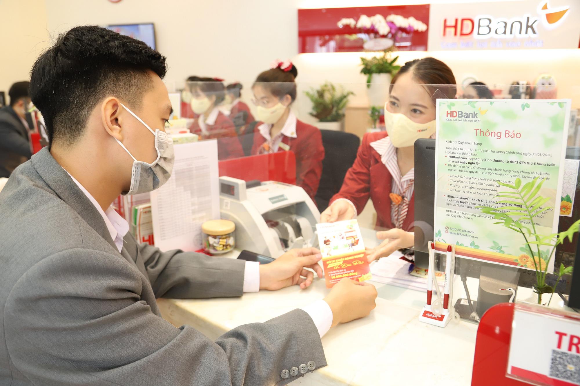 HDBank hoàn thành 58% kế hoạch năm, thu nhập dịch vụ tăng mạnh - Ảnh 1.