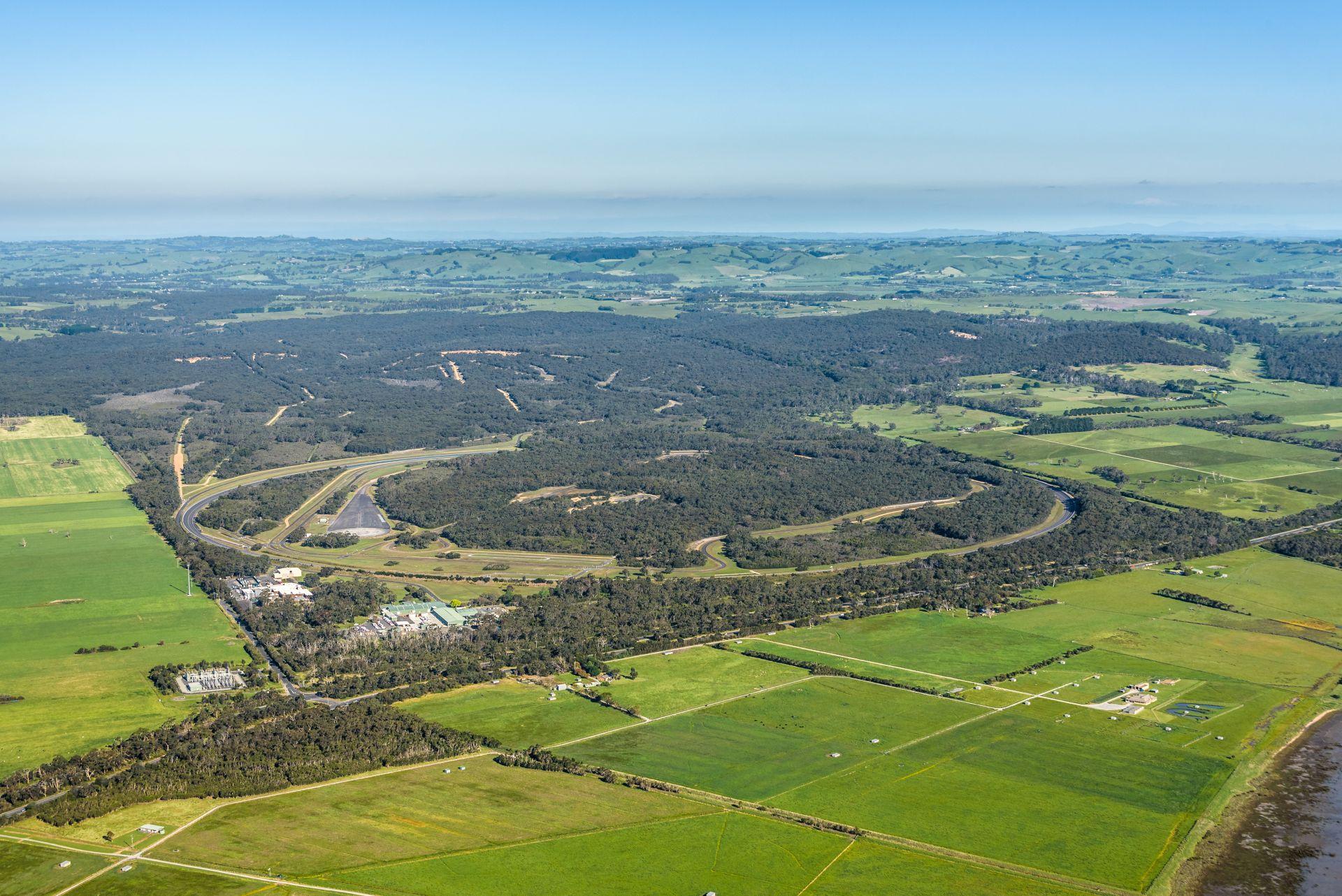 VinFast rao bán trung tâm thử nghiệm Lang Lang tại Australia - Ảnh 1.