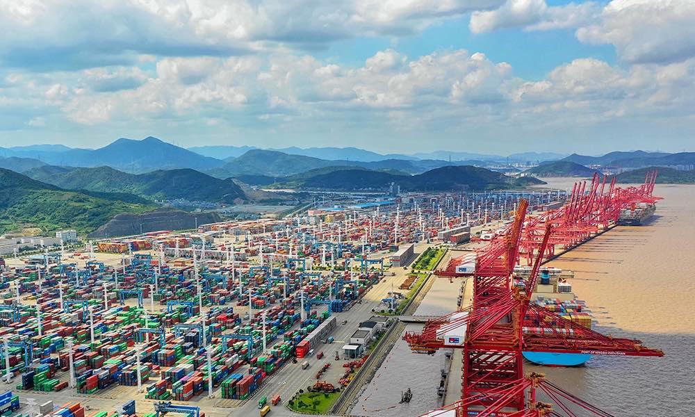Ít nhất 5 tàu container đã rời ga, cảng biển lớn thứ ba thế giới có thể sớm ngày hoạt động lại - Ảnh 1.