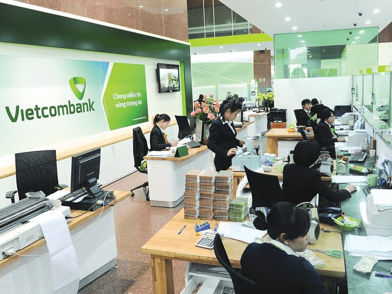 Thiệt hại 7.100 tỷ đồng từ giảm lãi suất, SSI hạ triển vọng lợi nhuận của Vietcombank  - Ảnh 1.