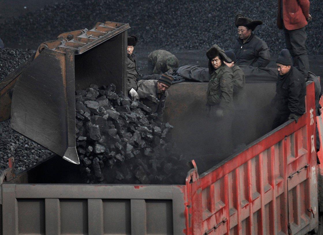 Giá than luyện kim chạm đỉnh tại Trung Quốc do nguồn cung bị thắt chặt - Ảnh 1.