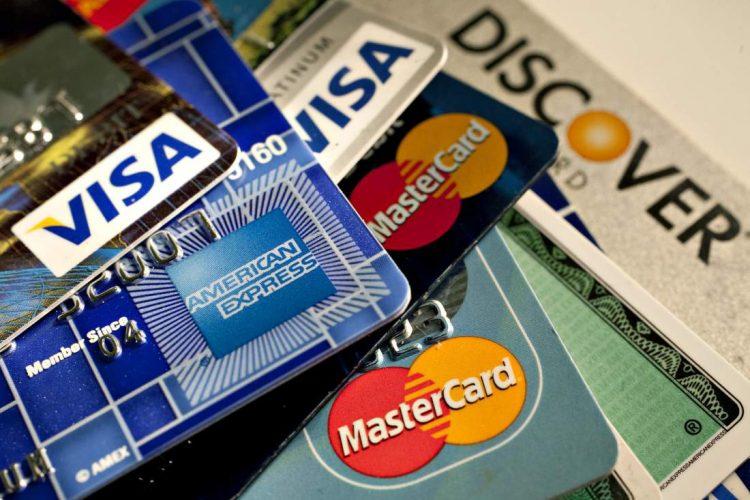 Thu hàng trăm đầu phí mỗi năm, nhưng Visa, Mastercard không thể giảm thêm phí cho khách hàng - Ảnh 1.