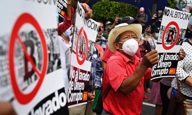 Làn sóng biểu tình phản đối bitcoin tràn ngập trên các con phố tại El Salvador - Ảnh 1.