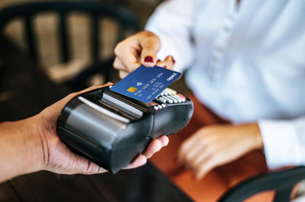 7 ngân hàng đầu tiên hoàn thành chuyển đổi thẻ chip  - Ảnh 1.