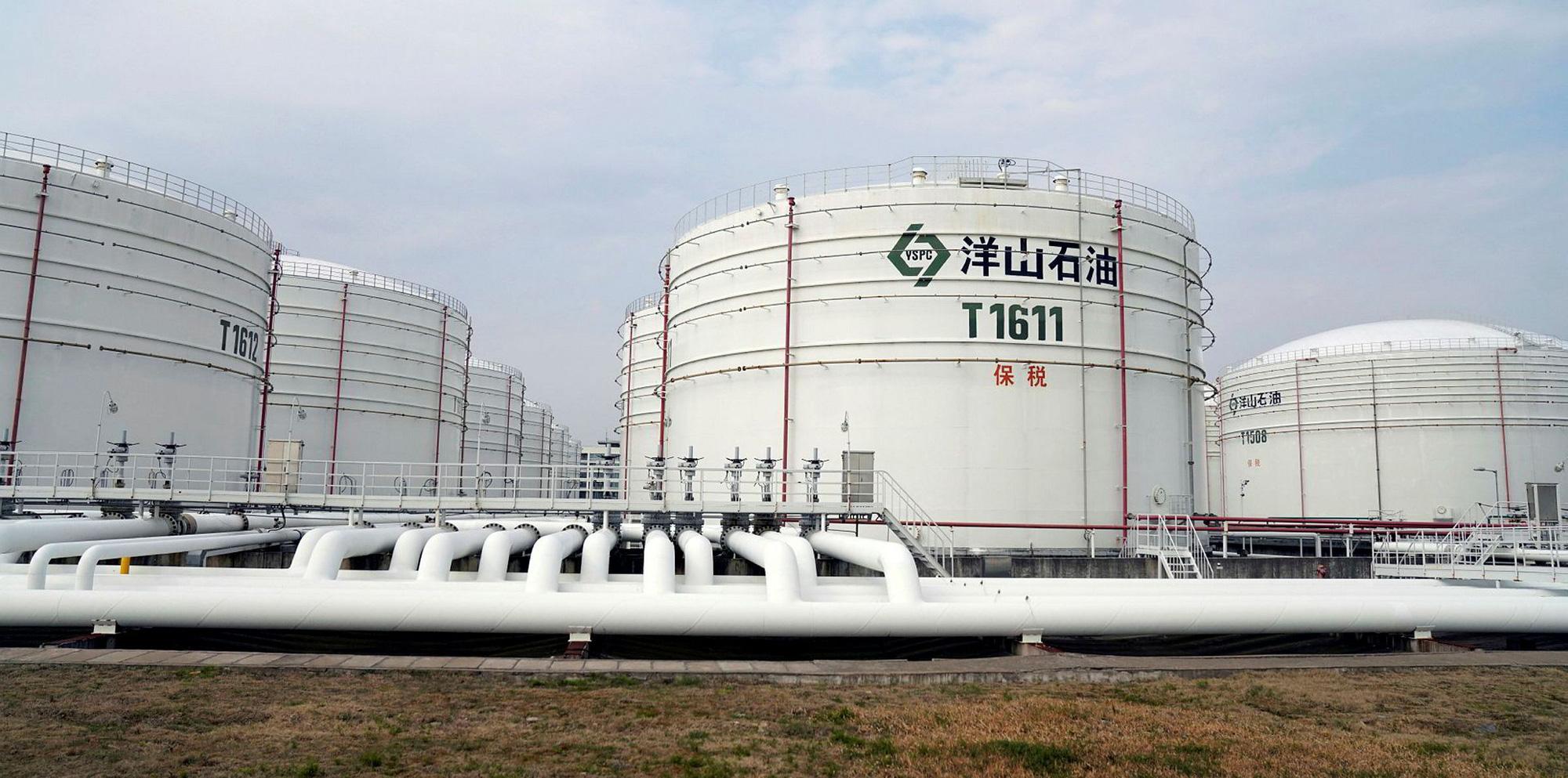 Để hạ nhiệt giá dầu, lần đầu tiên trong lịch sử Trung Quốc giải phóng kho dự trữ dầu thô - Ảnh 1.