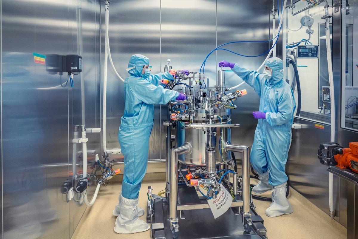 Gay cấn sản xuất vắc xin nội: Ai cán đích sớm hóa công ty tỷ USD, đơn hàng xếp dài từ trong ra ngoài nước - Ảnh 1.