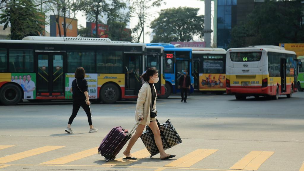 Hà Nội lên phương án mở lại hoạt động xe buýt, xe khách liên tỉnh - Ảnh 1.
