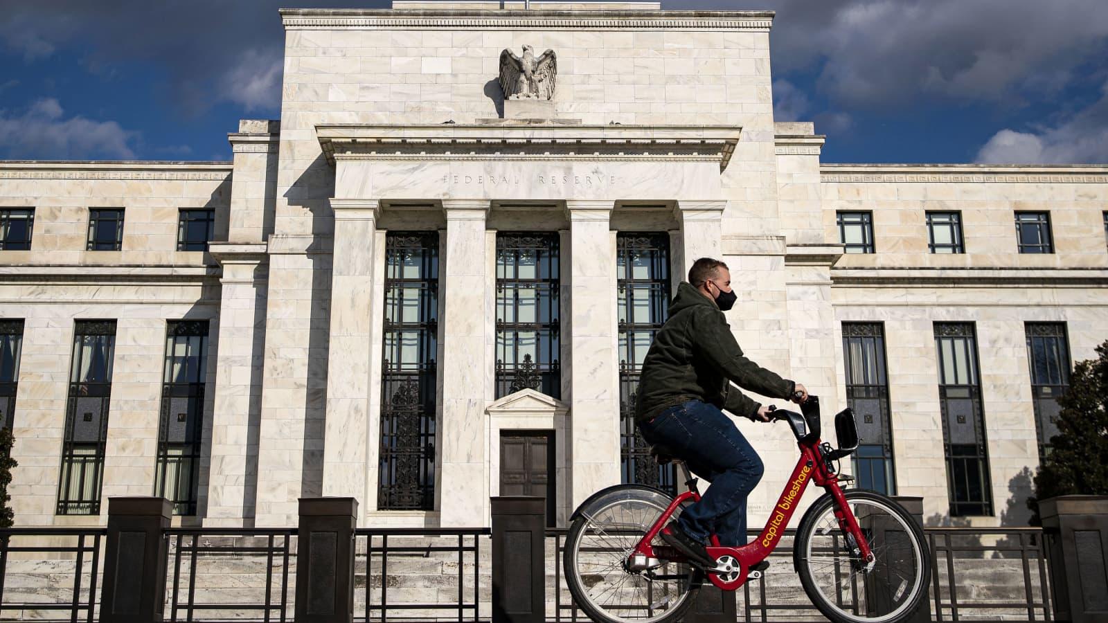 Các chuyên gia kỳ vọng Fed sẽ công bố cắt giảm chương trình mua trái phiếu vào tháng 11 - Ảnh 1.