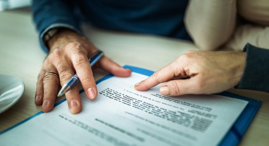 Để quản lý tài chính hiệu quả, hãy cân nhắc trước khi vay nợ - Ảnh 1.