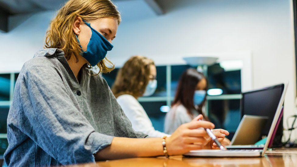 Thiếu tiền vì đại dịch, ngày càng nhiều sinh viên tìm đến thị trường tiền điện tử   - Ảnh 1.