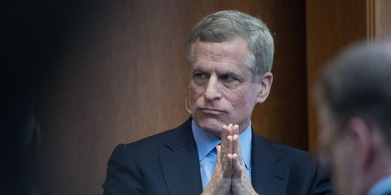 Hai quan chức Fed cấp cao từ chức sau bê bối giao dịch chứng khoán - Ảnh 1.