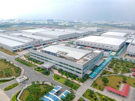 Lý do giữa lúc COVID, Samsung và Nestlé vẫn rót trăm triệu USD vào các dự án lớn ở Hà Nội và Đồng Nai - Ảnh 1.