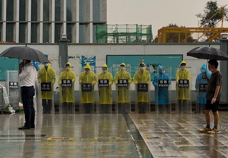 Tin vào sản phẩm đầu tư lãi suất cao, nhà đầu tư nhỏ lẻ Trung Quốc điêu đứng vì 'bom nợ' Evergrande - Ảnh 3.