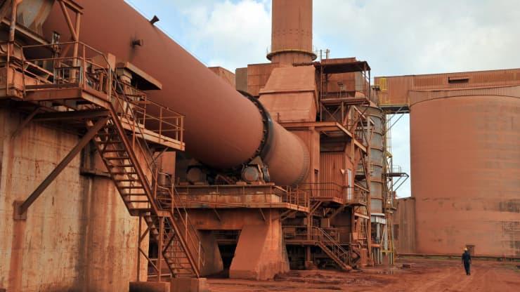 Guinea bị cuốn vào chính biến, chuỗi cung ứng quặng sắt và nhôm toàn cầu có thể hụt nguồn hàng trong nay mai - Ảnh 2.