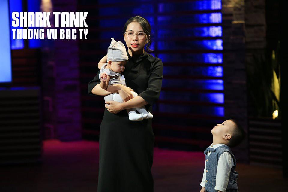 Đưa con đi gọi vốn, bà mẹ bỉm sữa khiến hai nhà đầu tư giành giật trên Shark Tank Việt Nam - Ảnh 1.