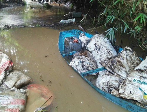 Tổng cục Môi trường: Nguồn nước sạch Hà Nội bị ô nhiễm dầu thải - Ảnh 1.