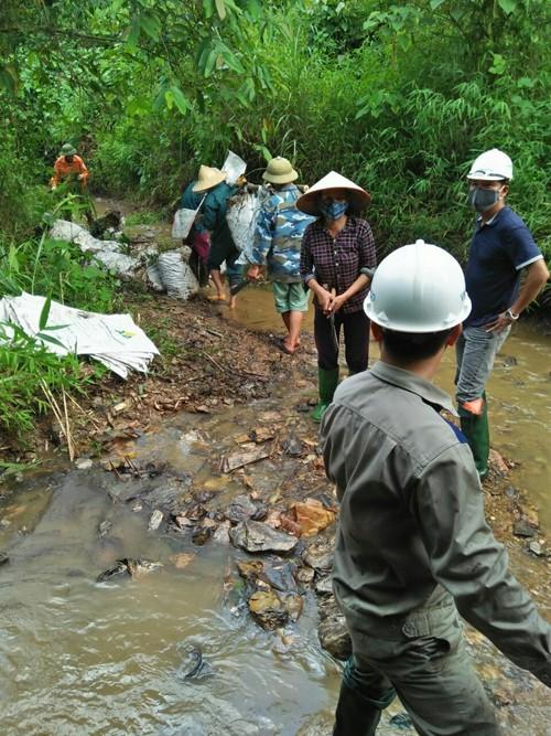 Tổng cục Môi trường: Nguồn nước sạch Hà Nội bị ô nhiễm dầu thải - Ảnh 2.