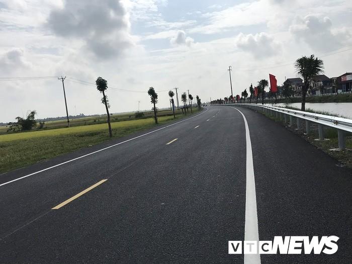 Cận cảnh tuyến đường gần 1.300 tỉ đồng vừa khánh thành ở Hải Phòng - Ảnh 9.