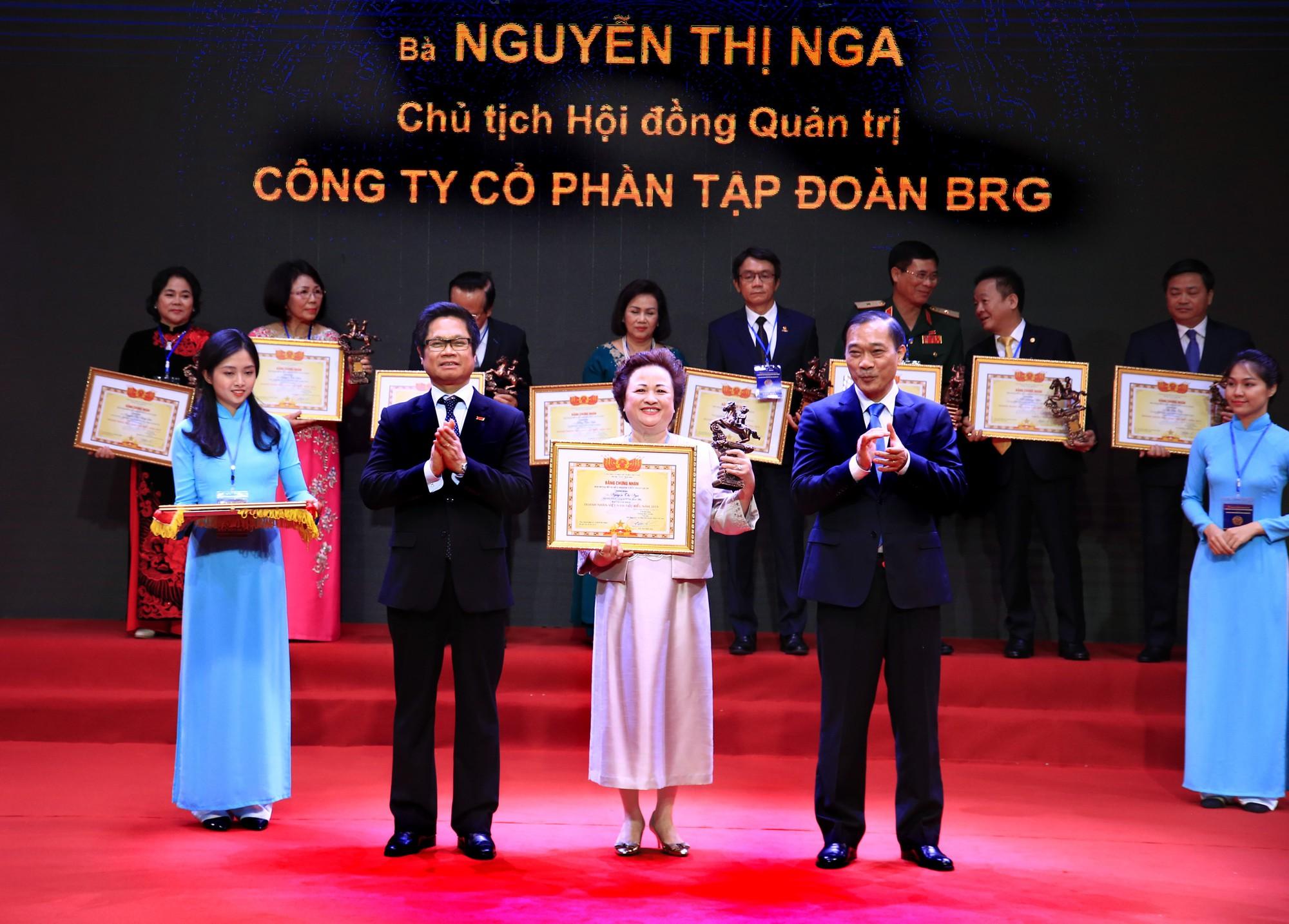 Madame Nguyễn Thị Nga được vinh danh trong Top 20 doanh nhân tiêu biểu nhất năm 2019
