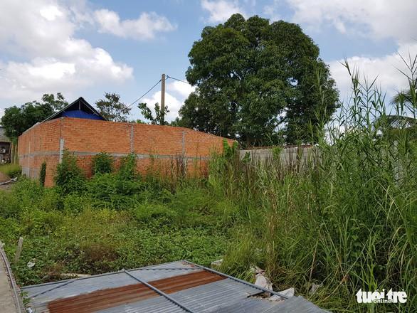 Khu nghỉ dưỡng xây gần xong, chính quyền mới phát hiện xây chui - Ảnh 2.