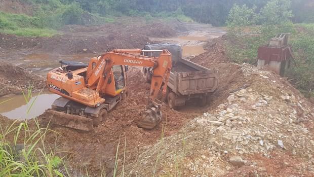 Vụ đổ trộm rác thải ở Bình Phước: Mang hàng trăm tấn rác đi tiêu hủy - Ảnh 1.