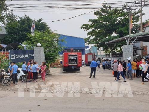 Bình Dương: Cháy lớn tại công ty sản xuất giày, dép - Ảnh 2.