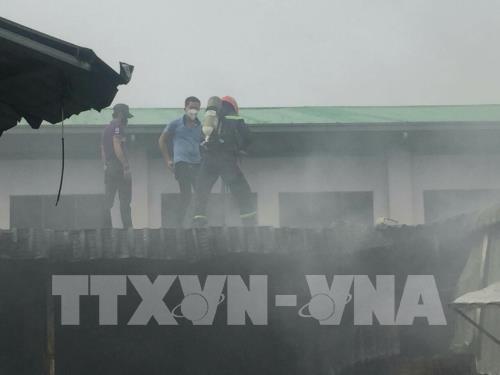 Bình Dương: Cháy lớn tại công ty sản xuất giày, dép - Ảnh 3.