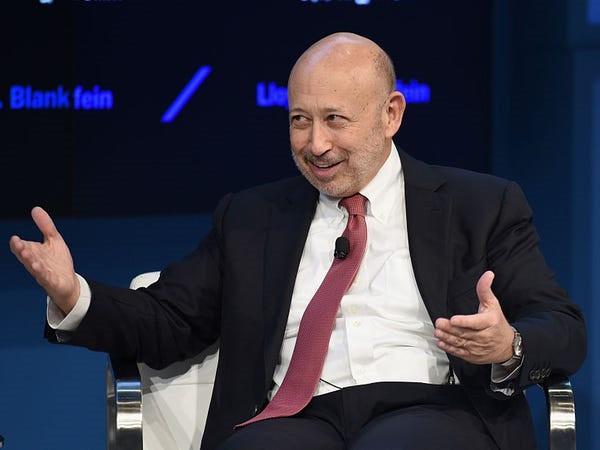 Ông trùm hàng xa xỉ kiếm và tiêu khối tài sản gần 100 tỉ USD ra sao - Ảnh 36.