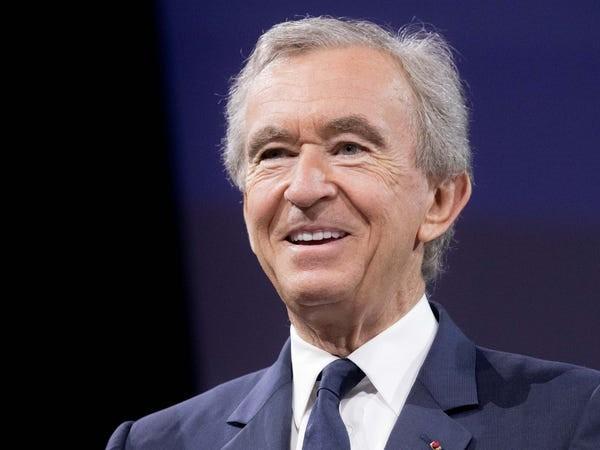 Ông trùm hàng xa xỉ kiếm và tiêu khối tài sản gần 100 tỉ USD ra sao - Ảnh 44.