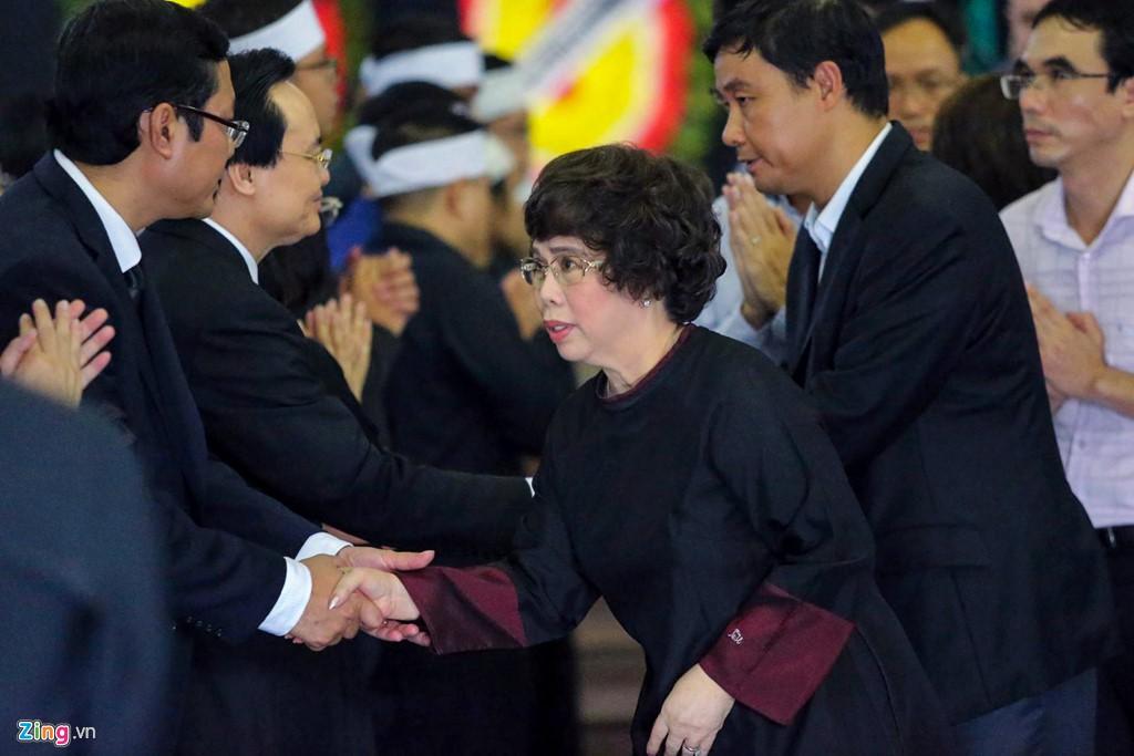 Hàng nghìn người tiễn đưa Thứ trưởng GD&ĐT Lê Hải An - Ảnh 14.