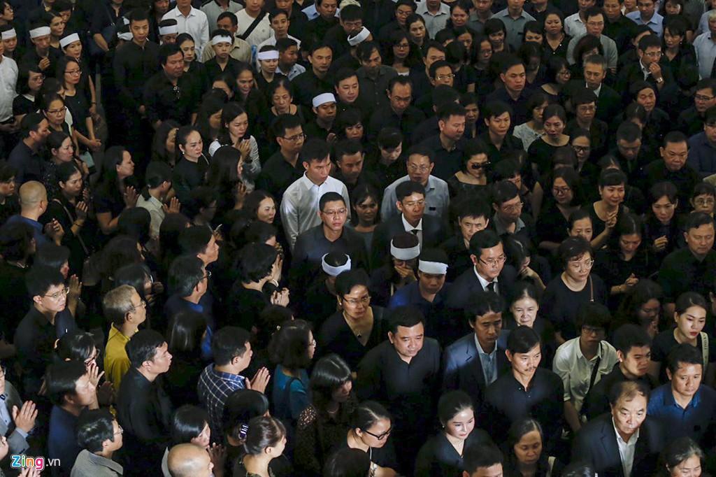 Hàng nghìn người tiễn đưa Thứ trưởng GD&ĐT Lê Hải An - Ảnh 19.
