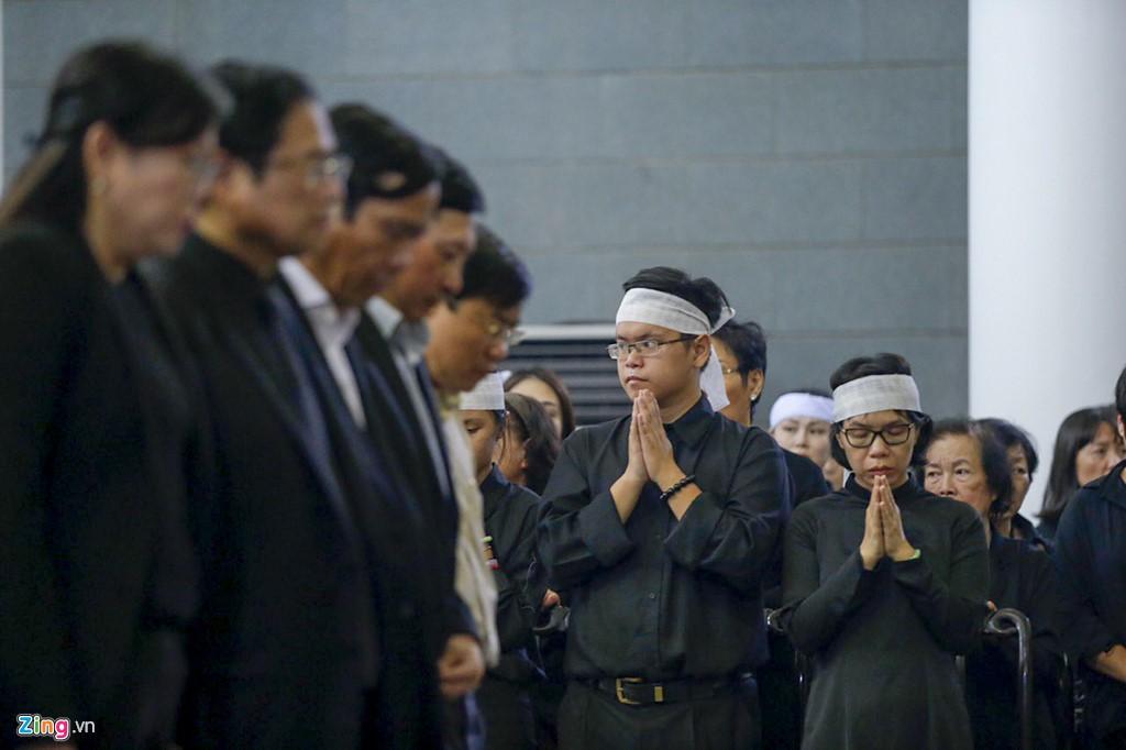 Hàng nghìn người tiễn đưa Thứ trưởng GD&ĐT Lê Hải An - Ảnh 2.