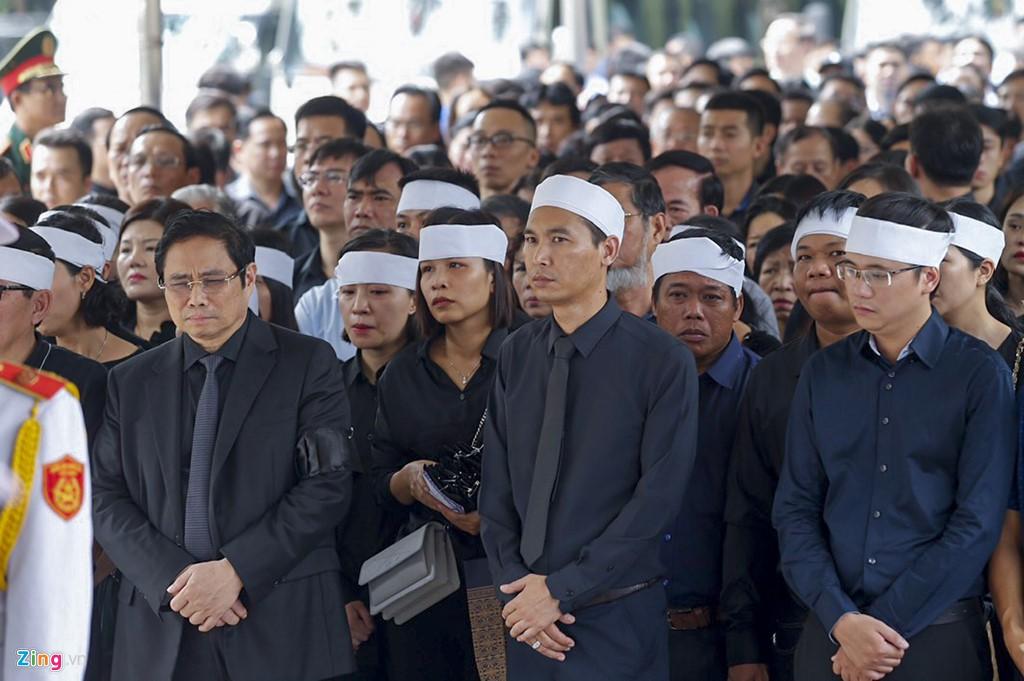 Hàng nghìn người tiễn đưa Thứ trưởng GD&ĐT Lê Hải An - Ảnh 3.