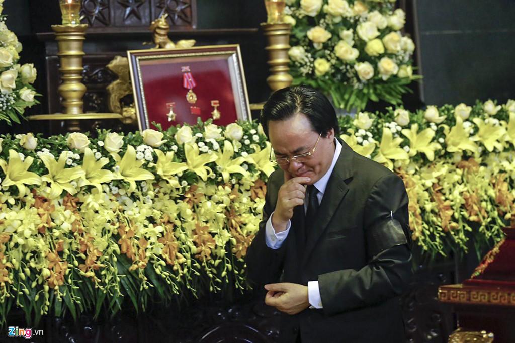 Hàng nghìn người tiễn đưa Thứ trưởng GD&ĐT Lê Hải An - Ảnh 7.