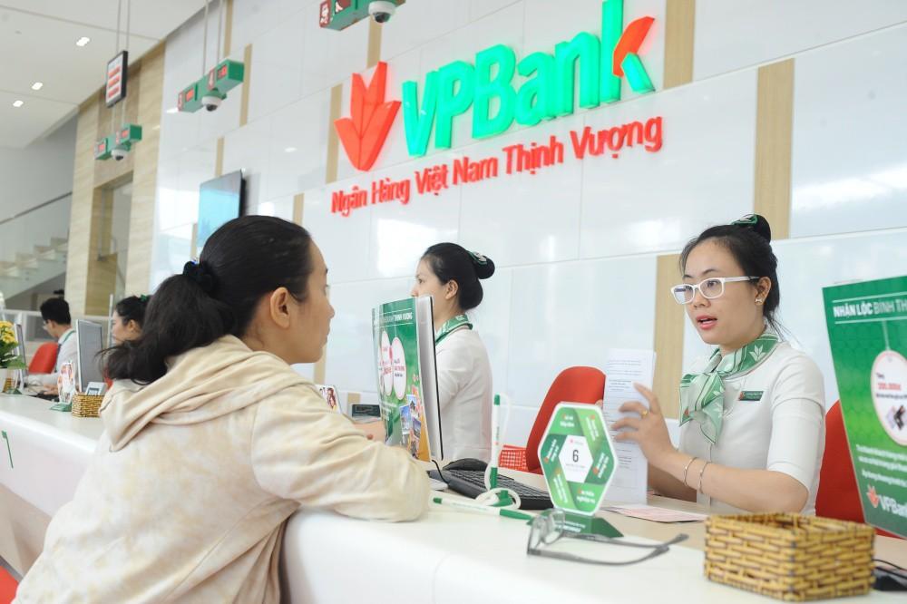 Người dân ngày càng ít gửi tiền vào ngân hàng, tín dụng đổ vào xây dựng tăng trưởng thấp - Ảnh 1.