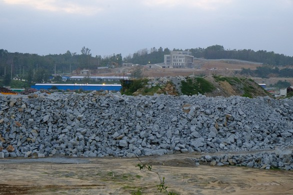 Hòa Phát cam kết cùng tỉnh giải quyết quyền lợi của dân ở siêu dự án thép - Ảnh 2.
