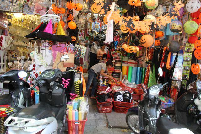 Thị trường Halloween: Tràn ngập sản phẩm xuất xứ từ Trung Quốc - Ảnh 3.