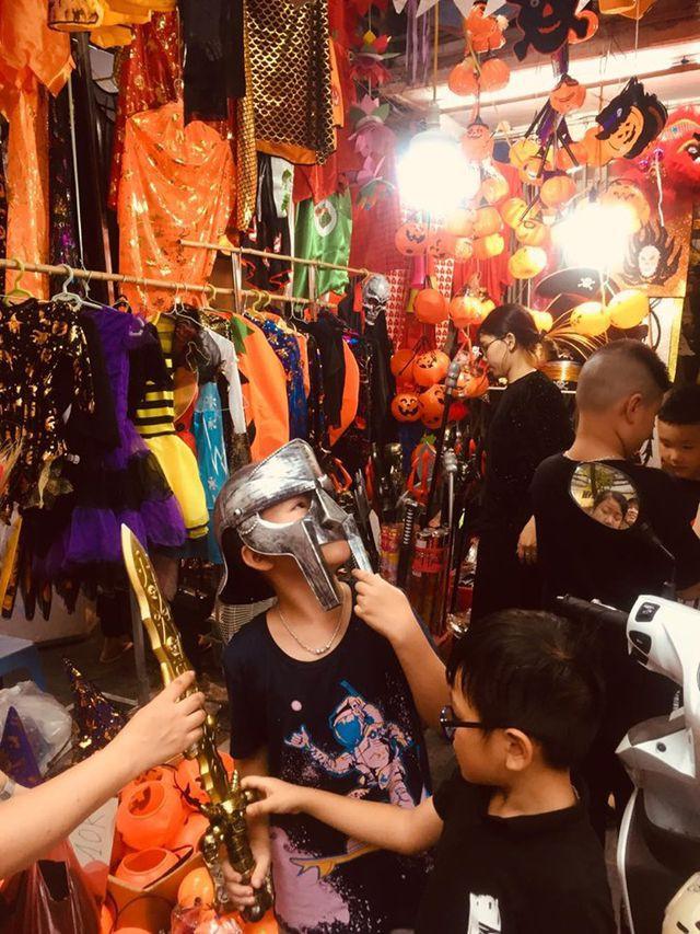 Thị trường Halloween: Tràn ngập sản phẩm xuất xứ từ Trung Quốc - Ảnh 5.