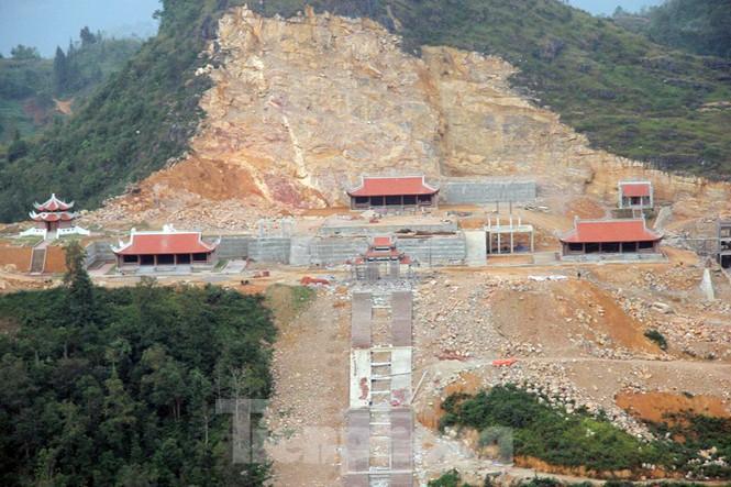 Tạm đình chỉ, tổng kiểm tra siêu dự án 'bạt núi' làm du lịch ở cột cờ Lũng Cú - Ảnh 1.
