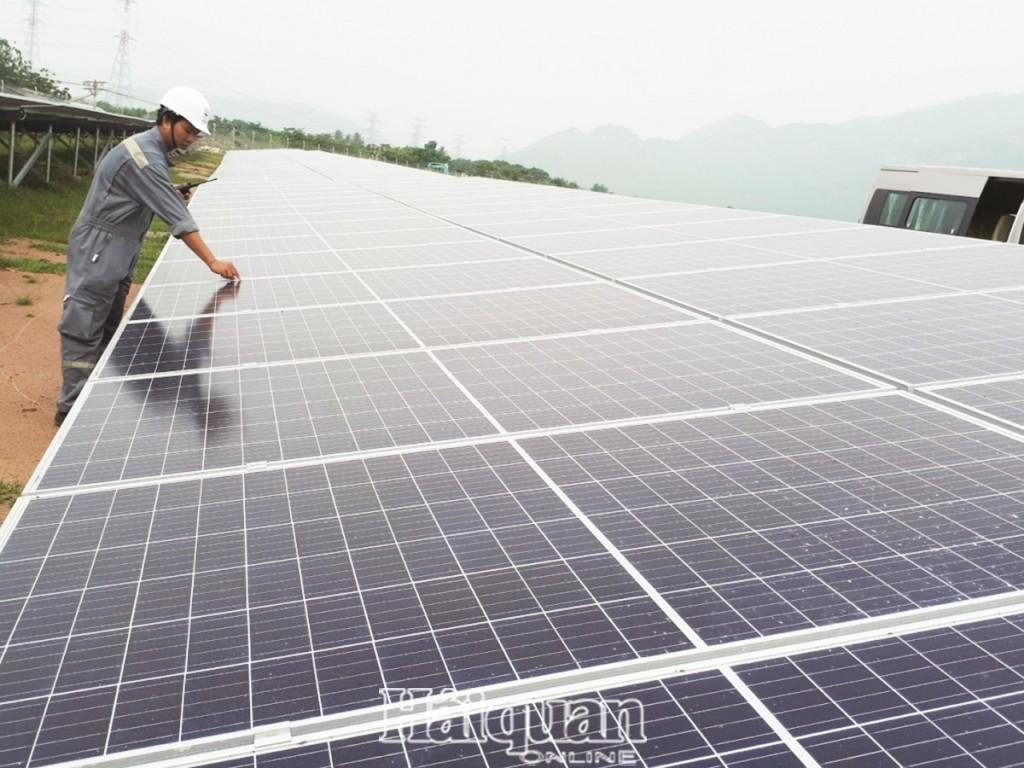 Hóng giá điện mặt trời,  nhà đầu tư 'mất ăn mất ngủ' - Ảnh 1.