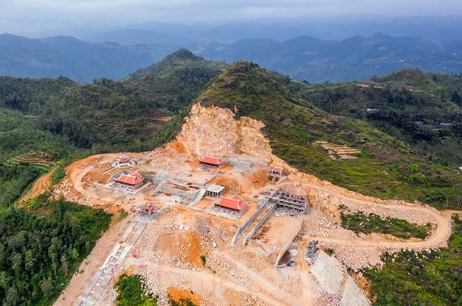 Tạm đình chỉ, tổng kiểm tra siêu dự án 'bạt núi' làm du lịch ở cột cờ Lũng Cú - Ảnh 2.