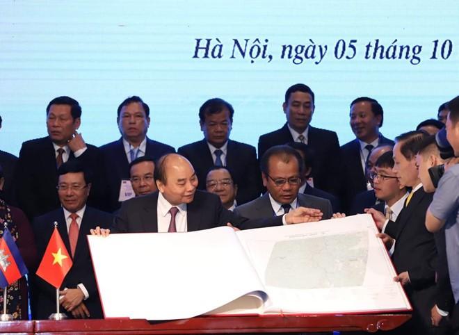 Việt Nam - Campuchia ký kết 2 văn kiện pháp lý lịch sử về biên giới - Ảnh 1.