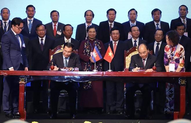 Việt Nam - Campuchia ký kết 2 văn kiện pháp lý lịch sử về biên giới - Ảnh 2.