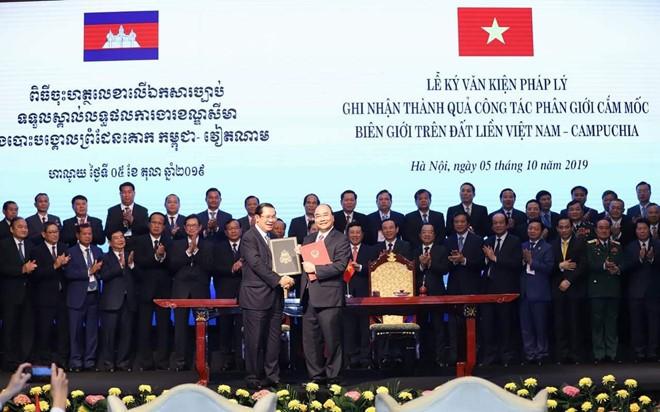 Việt Nam - Campuchia ký kết 2 văn kiện pháp lý lịch sử về biên giới - Ảnh 3.