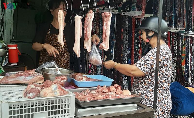 Giá thịt heo tại chợ ở TP HCM tiếp tục tăng - Ảnh 1.