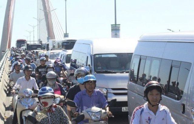 Đà Nẵng tính thu phí phương tiện vào nội đô: Nhiều ý kiến phản đối - Ảnh 1.