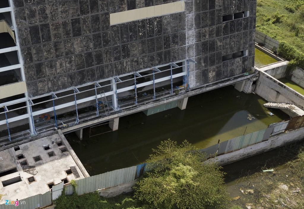 Trung tâm triển lãm 800 tỉ đồng nằm trơ trọi giữa Thủ Thiêm - Ảnh 11.