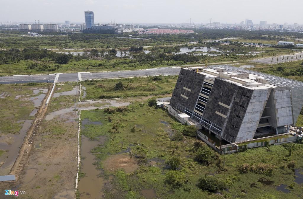 Trung tâm triển lãm 800 tỉ đồng nằm trơ trọi giữa Thủ Thiêm - Ảnh 13.