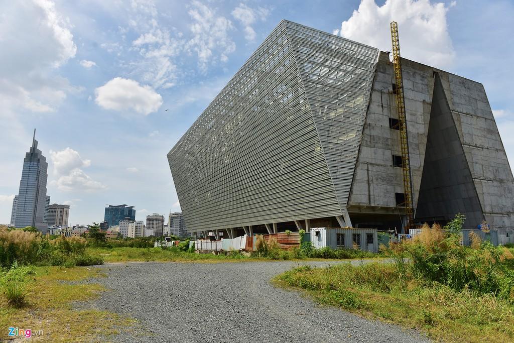 Trung tâm triển lãm 800 tỉ đồng nằm trơ trọi giữa Thủ Thiêm - Ảnh 3.